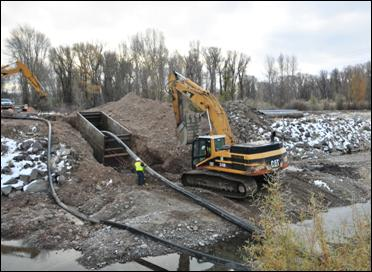 Wilson Sewer Project: HDPE sanitary sewer force main beneath Snake River.